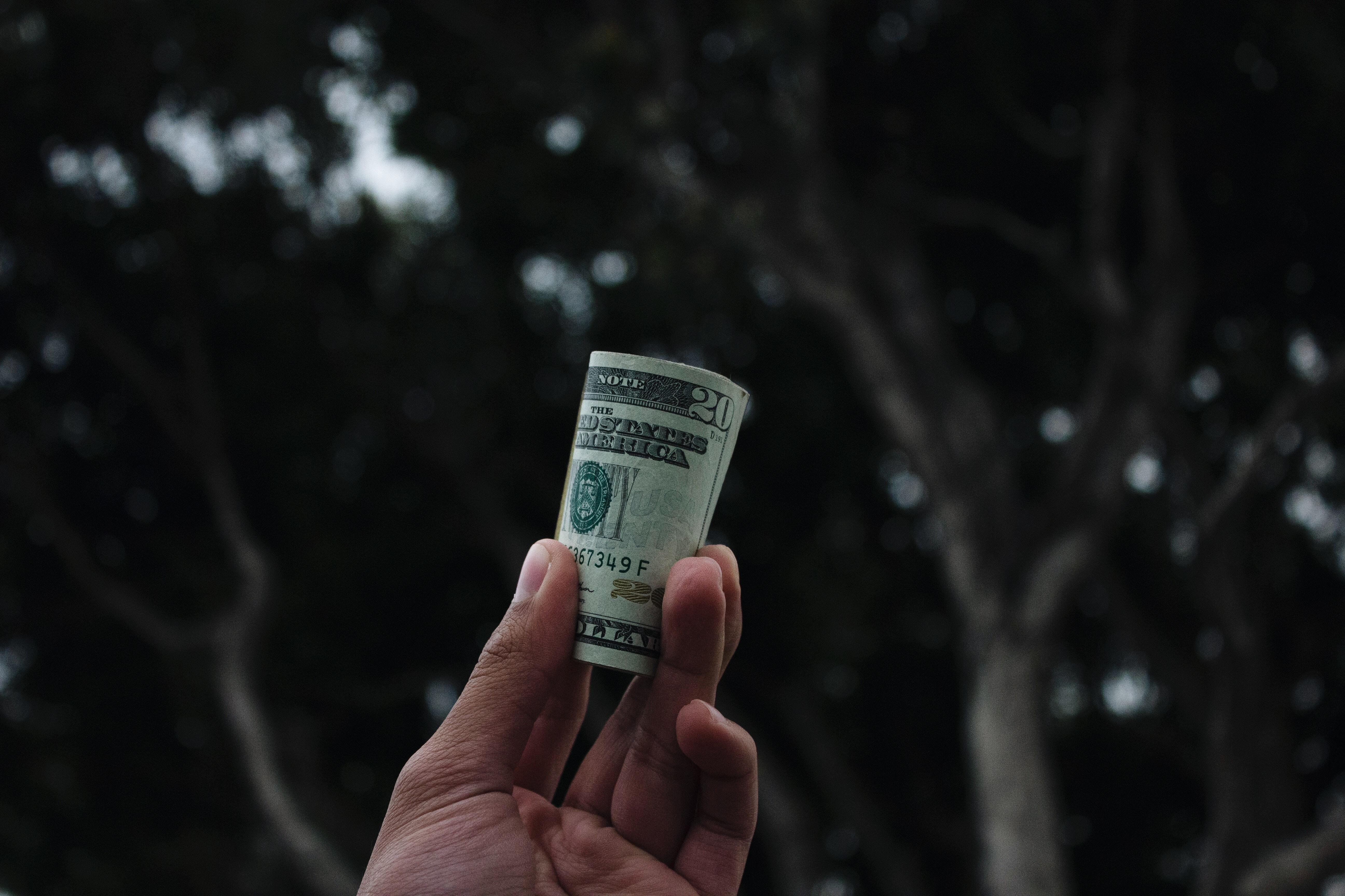 Prikrivanje financ vodi k nezaupanju.