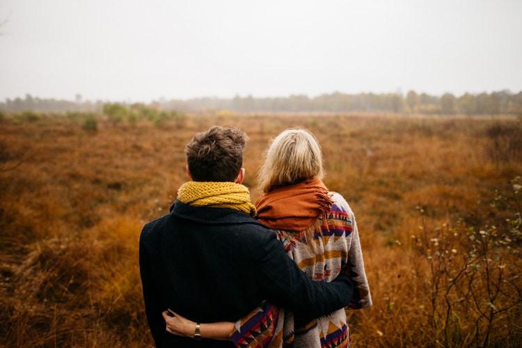 5 brutalno iskrenih faz, skozi katere greš, ko vidiš, da vajin odnos nima smisla