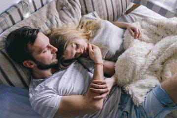 5 stvari, ki jih počnejo srečni pari, preden gredo spat