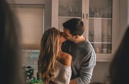 Francosko poljubljanje ima svojo funkcijo