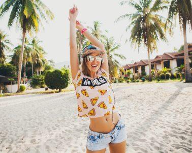 10 poletnih trikov za dekleta, ki vam bodo pošteno olajšali življenje