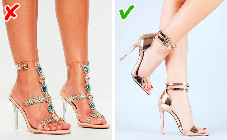 Na čevljih je preveč sijočih se detajlov.