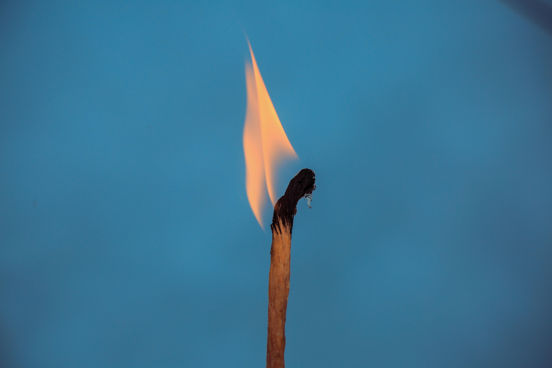 Treh cigaret ne smete prižgati z isto vžigalico.