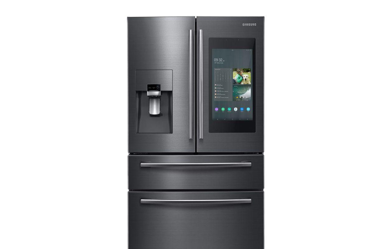 pametni hladilnik Samsung Family Hub 4.0 bo zdaj sporočil aplikaciji, da niso zaprta vrata.