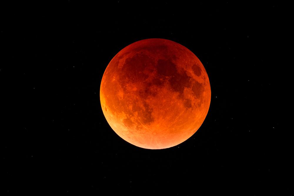 21. januarja bo ponekod viden popoln Lunin mrk, ta pa bo dobila rdečkasto barvo.
