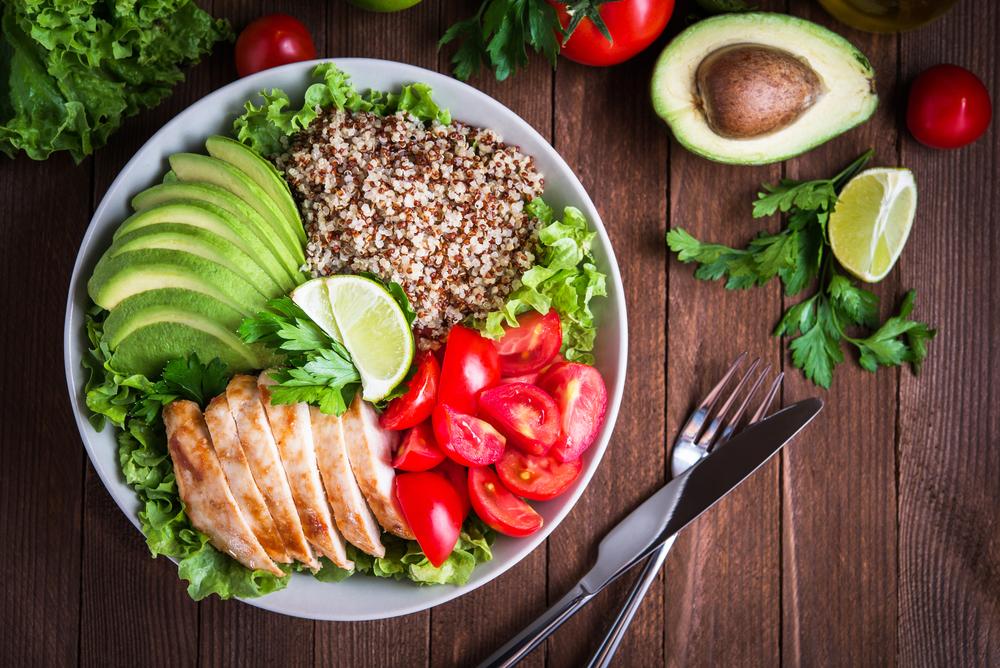 Kosilo naj bo sestavljeno iz zelenjave, vlaknin in beljakovin.