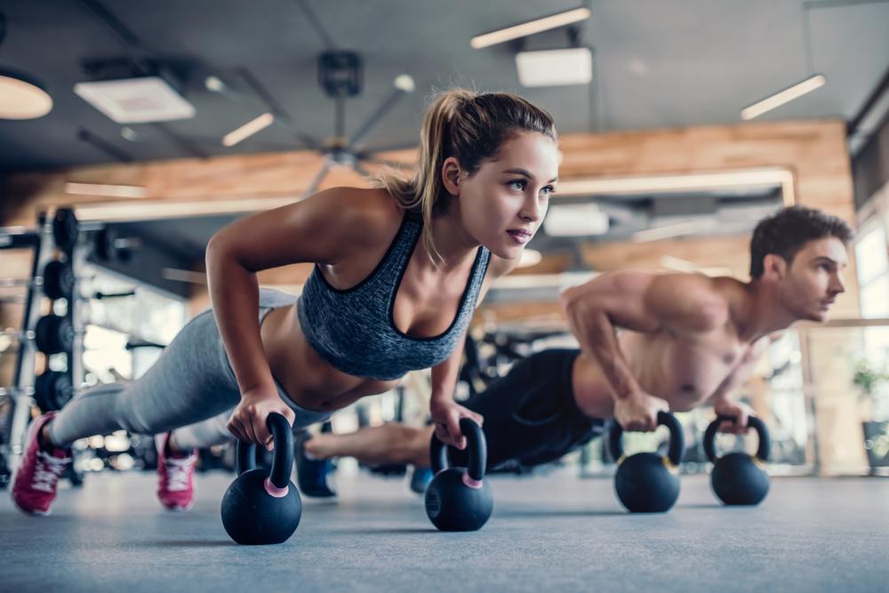 Prvo pa bi se morali posvetiti dvigovanju uteži, nato lahko opravite še kardio trening.