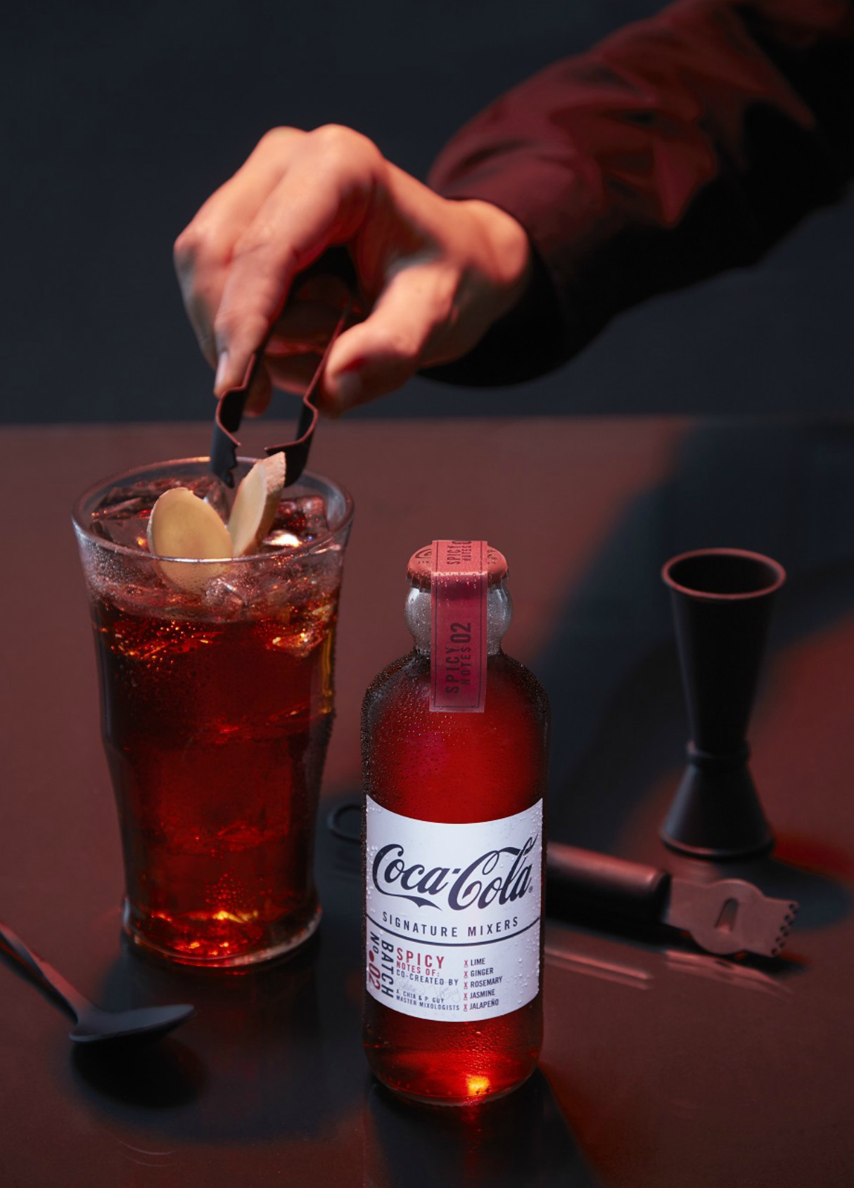 Z linijo Coca-Cola Signature Mixers do popolnega koktajla.